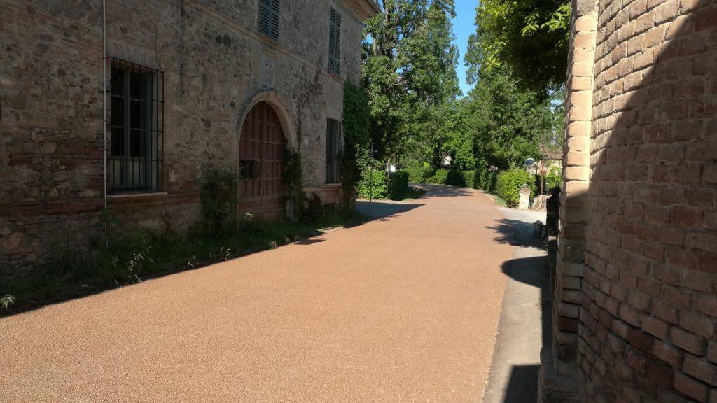 La pavimentazione di Strada de la Ca' Matta riqualificata con DrainBeton® di Betonrossi a Grazzano Visconti