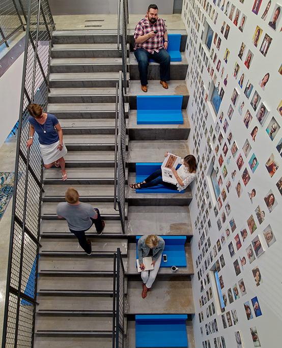 LinkedIn Chicago, postazioni lavoro lungo le scale