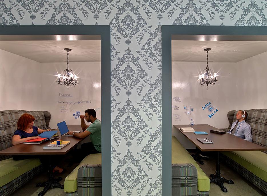LinkedIn Chicago, le cabine in stile classico