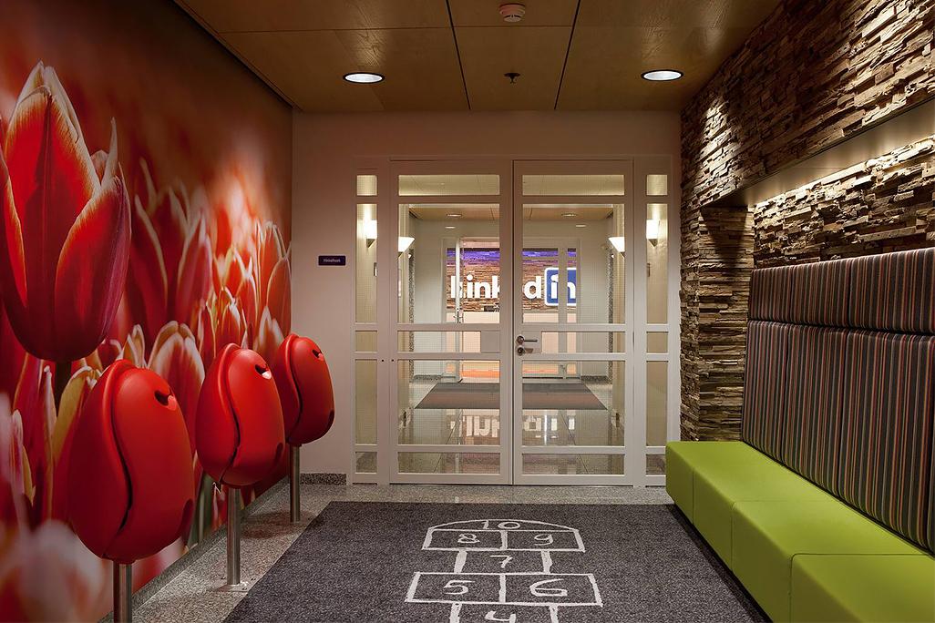 Office design gli uffici di linkedin nel mondo for Mondo office