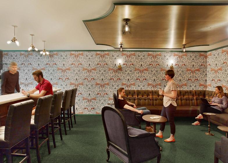 LinkedIn New York, il bar speakeasy nascosto dietro la parete segreta © Eric Laignel