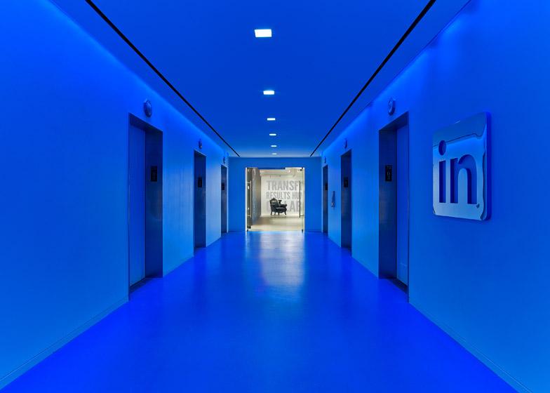 LinkedIn New York, la hall interamente bluette © Eric Laignel