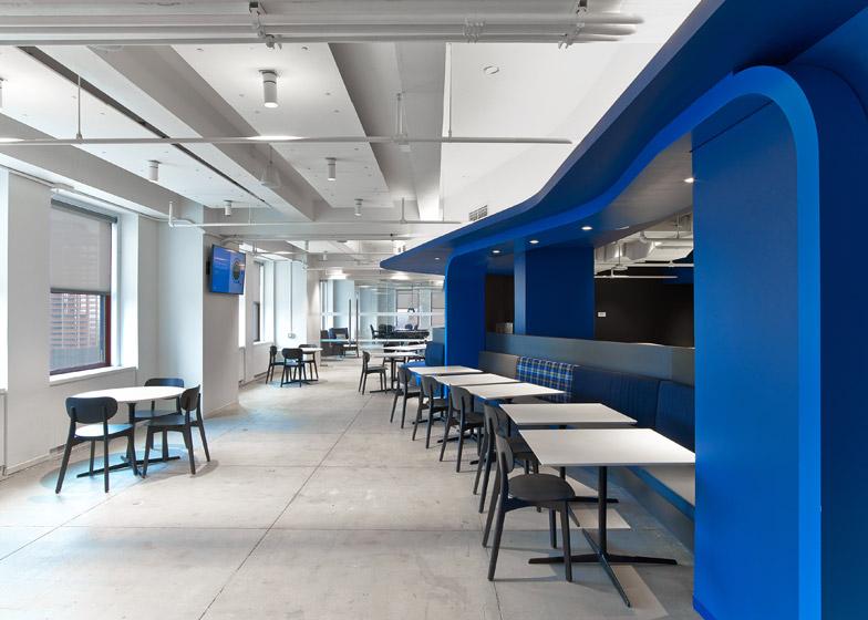 LinkedIn New York, la struttura a nastro bluette © Eric Laignel