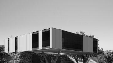 Container architecture: due ville unifamiliari in Umbria
