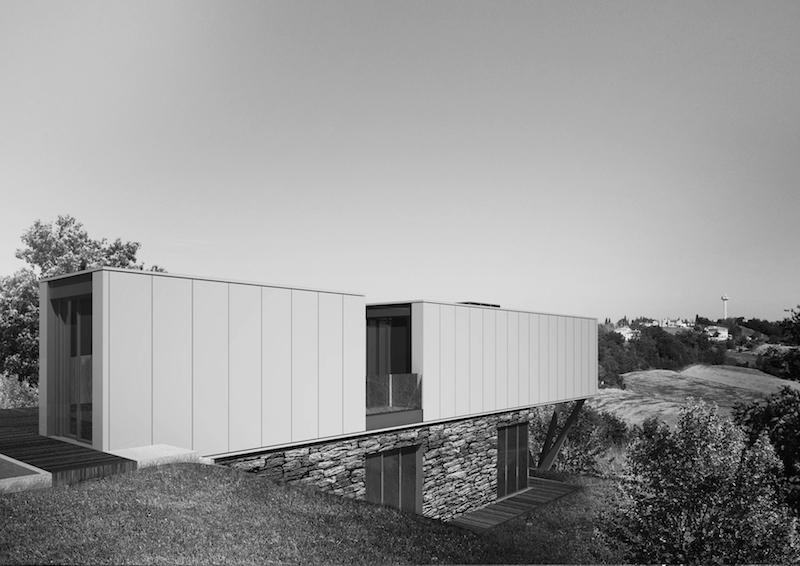 Villa CH-S nel paesaggio rurale dell'Umbria © LAD - Laboratorio di Architettura e Design