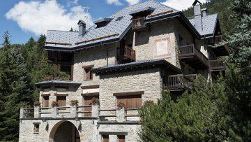Coperture in alluminio: un nuovo tetto a scaglie per Villa Freidolina a Courmayeur