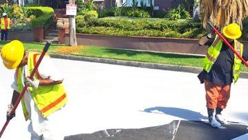 Los Angeles combatte il caldo dipingendo le sue strade di bianco