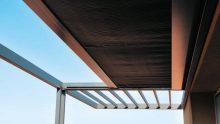 Pergola a sbalzo come copertura per una terrazza: un esempio realizzato