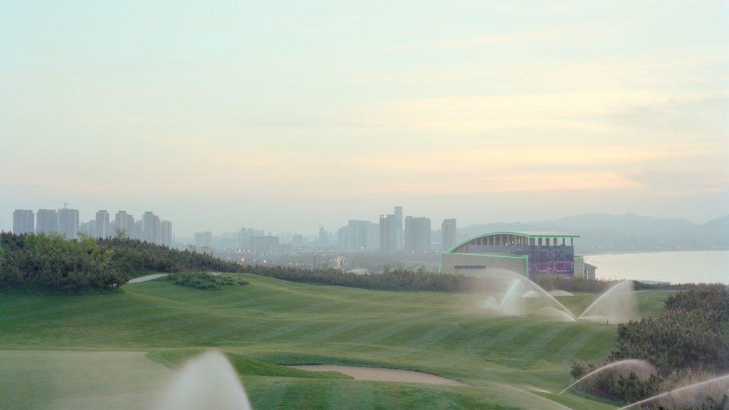 Jiehao Su: Campo da golf al tramonto
