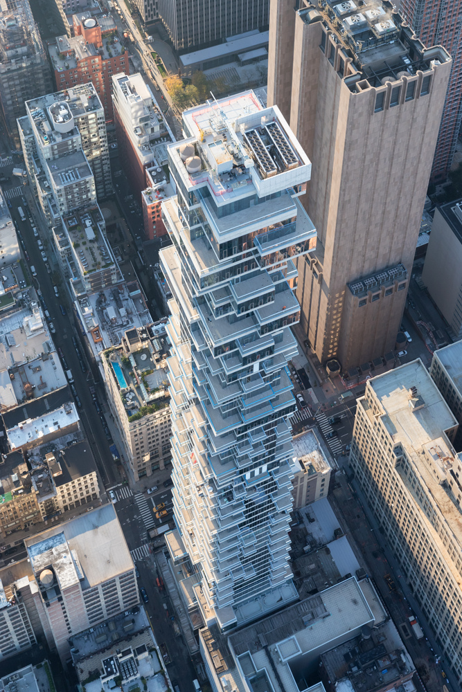 Nonostante le grandi superfici vetrate e i numerosi balconi aggettanti, ciascun appartamento mantiene la propria privacy © Iwan Baan/Herzog & de Meuron