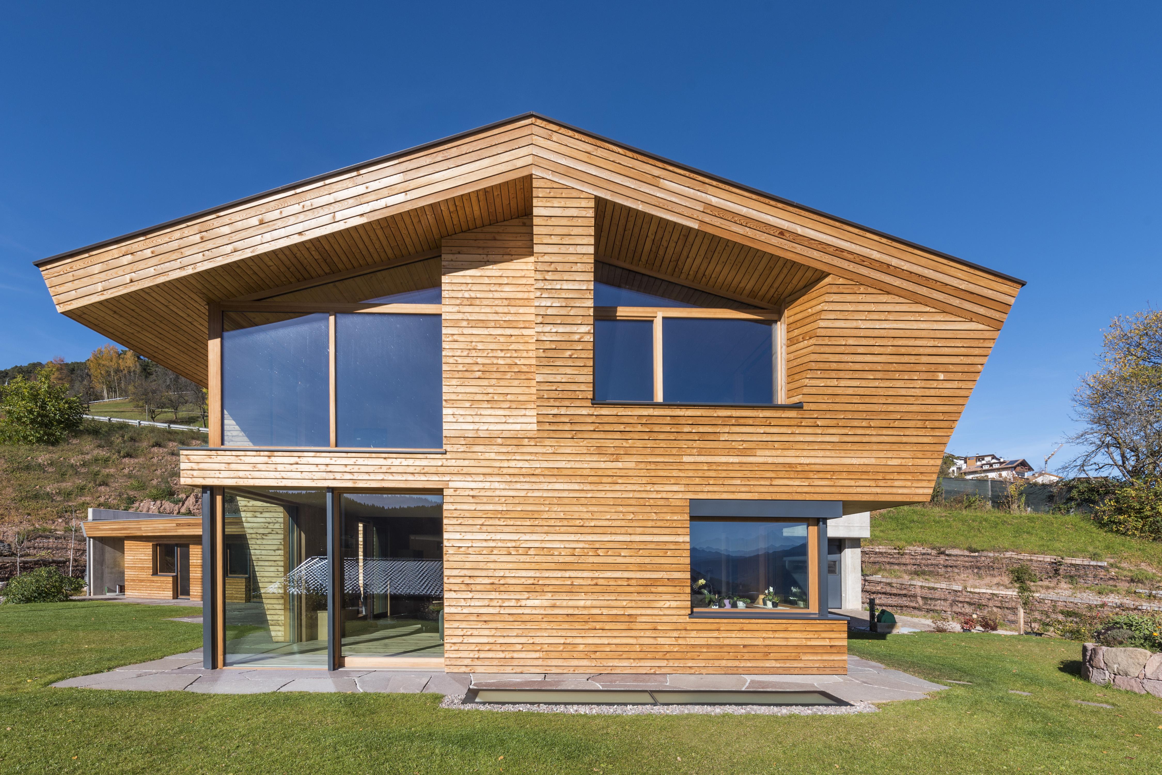 La scelta del legno lunare e di una progettazione Feng Shui hanno valorizzato l'armonia tra l'interno e l'esterno dell'edificio © Arnold Ritter