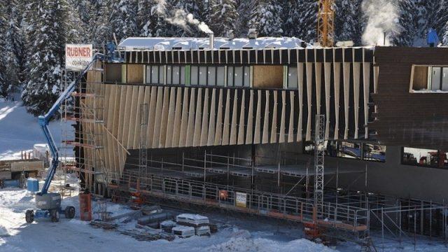 La cabinovia in fase di costruzione