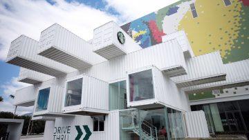 Starbucks: il caffé a Taiwan nei container di Kengo Kuma